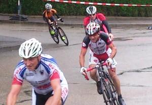 Otto bei Regen in der Kurve in Ottenbach